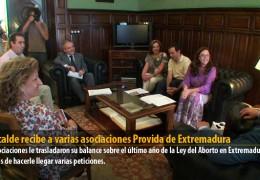 El alcalde recibe a varias asociaciones Provida de Extremadura