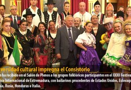 La diversidad cultural impregna el Consistorio