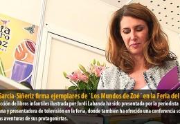 Ana García-Siñeriz firma ejemplares de `Los Mundos de Zoé´ en la Feria del Libro