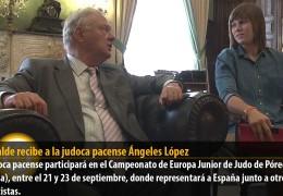 El alcalde recibe a la judoca pacense Ángeles López