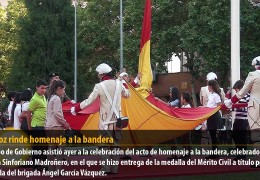 Badajoz rinde homenaje a la bandera