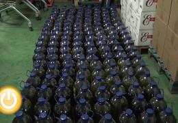 Cicytex entrega 30 jamones, 30 paletas y 1.500 litros de aceite a comedores sociales