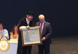 Miguel Celdrán recibe la Medalla de la Universidad de Extremadura