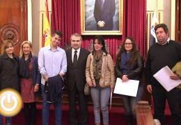 El Ayuntamiento entrega tres viviendas sociales en las que ha invertido 30.000 euros