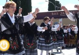 Más de 300 mayores clausuran los talleres de bailes regionales