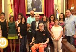 El alcalde recibe al personal de Servicios Sociales