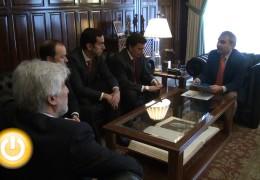 El alcalde se reúne con miembros de la asociación 'Guadiana Business Angels'