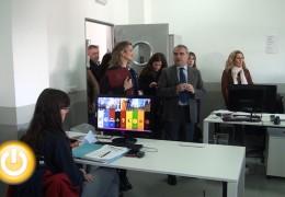 El alcalde visita a los alumnos del programa 'Badajoz @porta'
