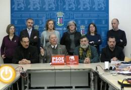 La oposición abandona el pleno al no garantizarles el debate de dos mociones presentadas fuera de plazo
