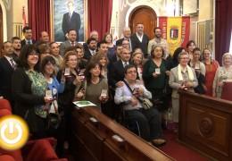 Fragoso entrega a colectivos sociales un reproducción del Premio Reina Sofía