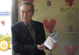 Ignacio Vidal-Folch presenta en Badajoz  'Pronto seremos felices'