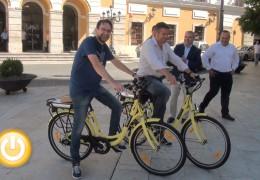 La Agencia Extremeña de la Energía entrega dos bicicletas eléctricas