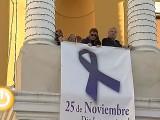 Un lazo morado en Badajoz contra la violencia de género