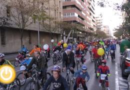 Más de 1.000 personas se unen a la ciclocabalgata solidaria