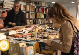 La Feria del libro antiguo toma la avenida de Huelva