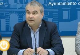El alcalde considera que los horarios de los vuelos desde Badajoz son malos