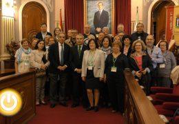 El alcalde recibe a alumnos de distintas universidades de mayores