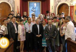 El folklore inunda las calles de Badajoz