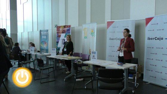 El alcalde inaugura la Feria de Empleo y Emprendimiento de la Universidad de Extremadura