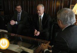 El alcalde recibe al presidente del puerto de Sines