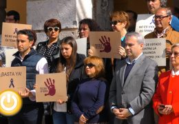 Badajoz manifiesta su repulsa ante el asesinato de una mujer  en Telde