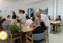 Fragoso visita el centro de Día de Llera gestionado por Cruz Roja