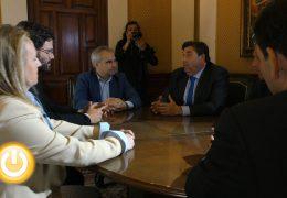 El alcalde recibe a representantes del Santa Teresa CD