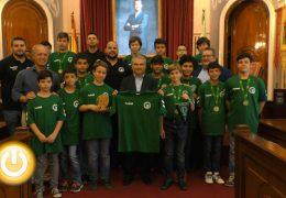 El alcalde recibe al equipo infantil de la UBP