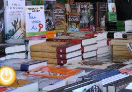 Chicot y Gimferrer visitan la feria del libro
