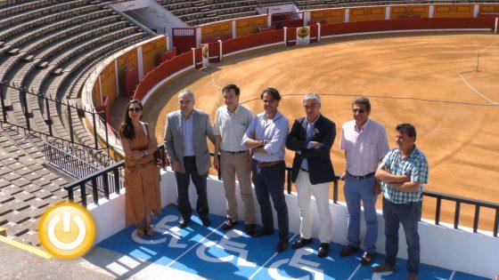 El alcalde visita las obras de accesibilidad de la plaza de toros