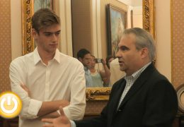 Fragoso recibe a Vicente Antúnez, oro en los 400 metros lisos