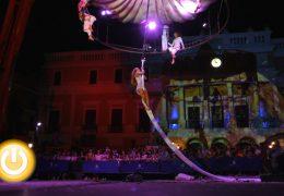 Calles y terrazas abarrotadas en la VIII Noche en Blanco de Badajoz