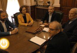 El alcalde de Badajoz recibe a la nueva junta directiva de la Asociación Amigos de Badajoz