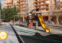Fragoso visita las obras del parque de la calle Retama en Ciudad Jardín