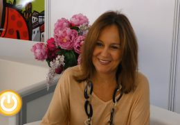 María Dueñas presenta en Badajoz 'Las hijas del Capitán'