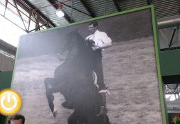 Ecuextre rinde homenaje al rejoneador Ángel Peralta