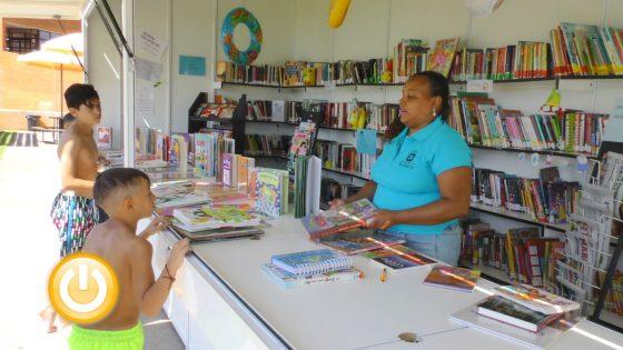Badajoz refuerza su programa de fomento de la lectura a través de la bibliopiscina
