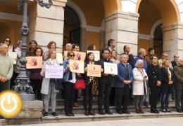 Silencio en Badajoz en memoria de la mujer asesinada en Palma