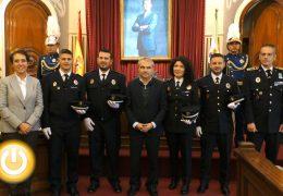 Toman posesión cuatro nuevos oficiales de la policía local
