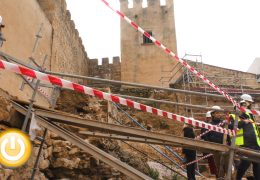 El concejal de turismo visita las obras de la puerta del alpéndiz y la barbacana