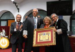 El colegio de Abogados recibe la medalla de la ciudad