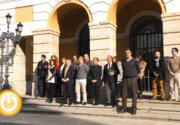 Minuto de silencio por Lorena, la mujer asesinada en Gijón