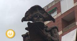 El Ayuntamiento dona a Olivenza un réplica de la estatua de Godoy