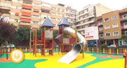 Inaugurada la zona de juegos de la Plaza de los Alféreces