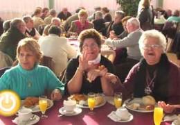 472 mayores asisten al tradicional desayuno de Navidad