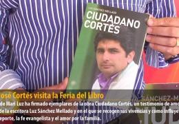 Juan José Cortés visita la Feria del Libro