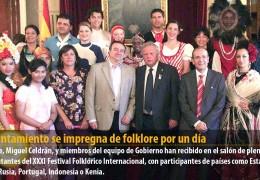 El Ayuntamiento se impregna de folklore por un día