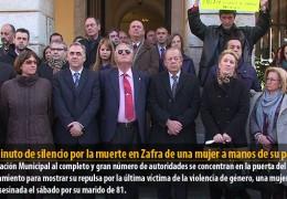 Un minuto de silencio por la muerte en Zafra de una mujer a manos de su pareja