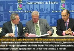La Obra Social de Caja España-Duero dona 150.000 euros para la autoescala de bomberos