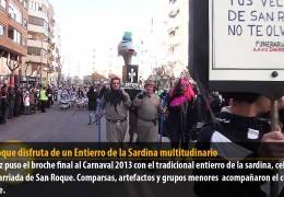 San Roque disfruta de un Entierro de la Sardina multitudinario
